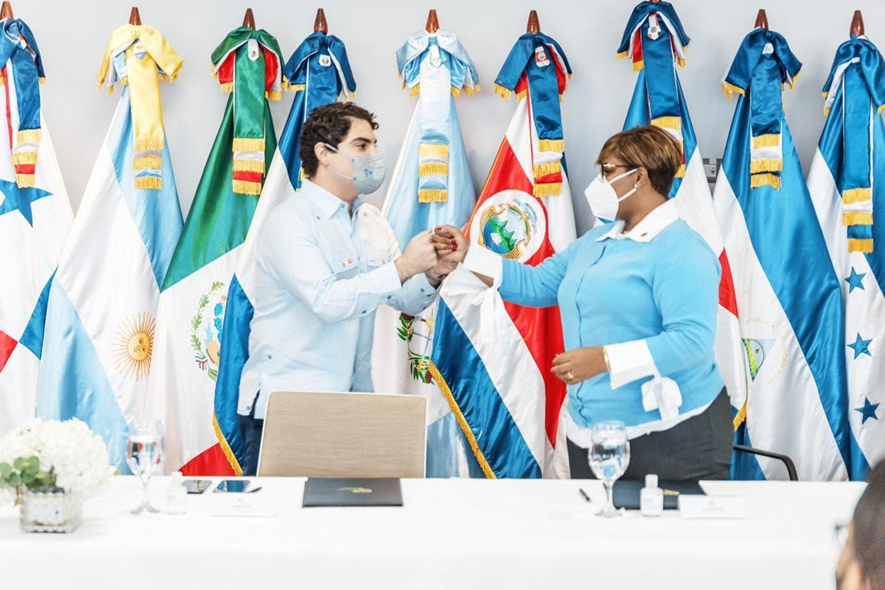 Firman acuerdo para impulsar la inserción de la juventud en el mercado laboral dominicano