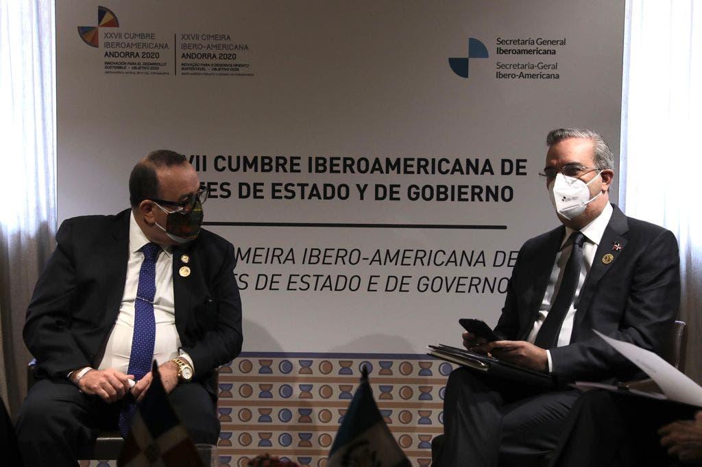 Abinader trata sobre comercio, energía, tecnología y colaboración mutua en Cumbre Iberoamericana