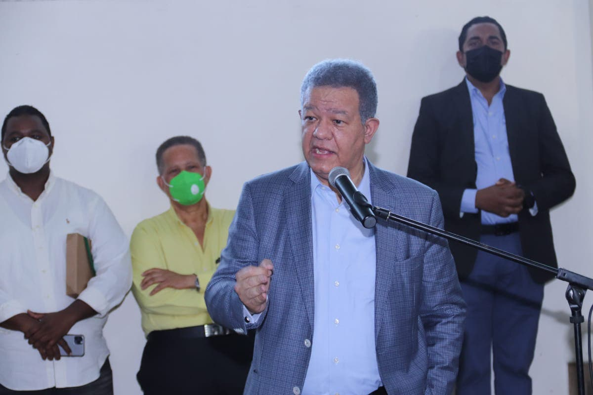 Leonel Fernández llama a Gobierno a unirse a petición contra monopolio de vacunas