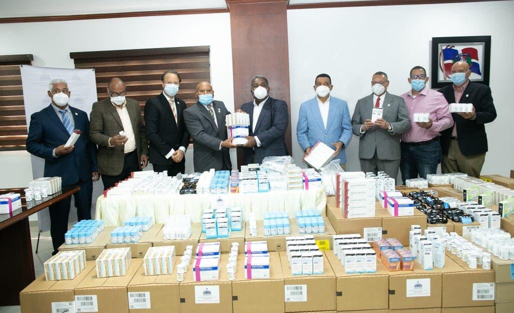 Gabinete de Políticas Sociales dona medicamentos a la Reserva de la Policía Nacional