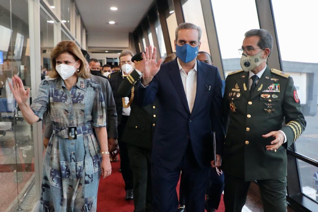 Abinader regresa al país luego de cumbre en Andorra y viaje a España