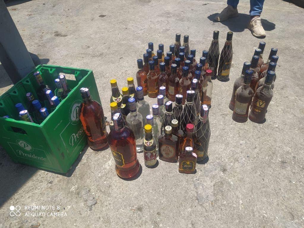 Ocupan bebidas adulteradas en más de 15 allanamientos en San Cristóbal