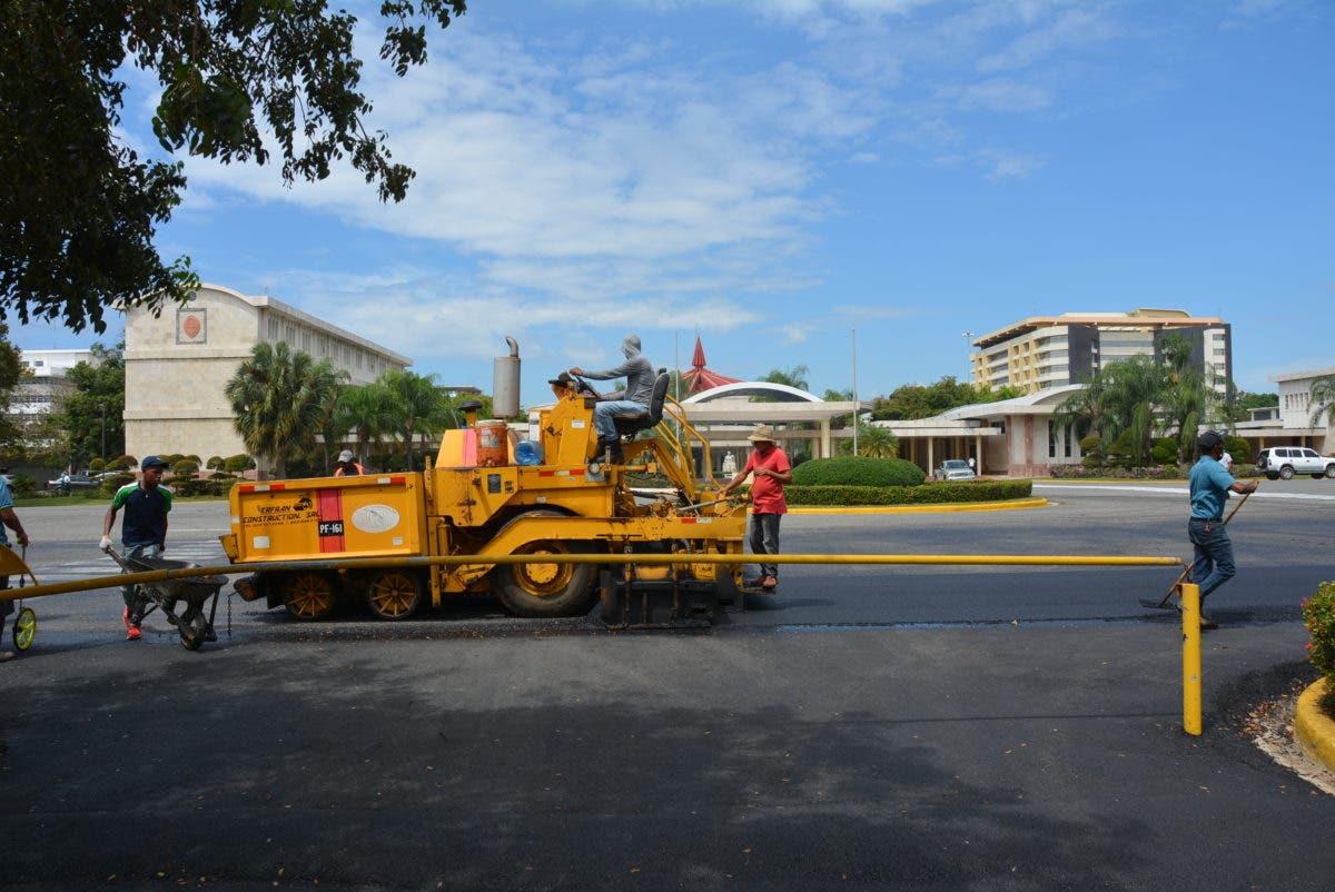 UASD y MOPC remozan estructura vial de sede central