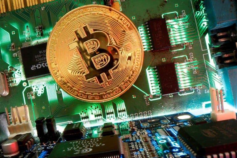 Día negro para el bitcoin: tuvo caída de más de 10% y arrastró al resto de las criptomonedas