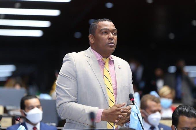 Botello no asiste a Consejo de Disciplina, donde sería escuchado por disturbios frente al Congreso
