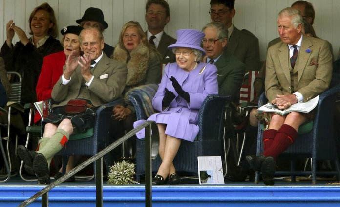 """Príncipe Carlos rinde tributo a la figura """"amada y apreciada"""" de su padre"""