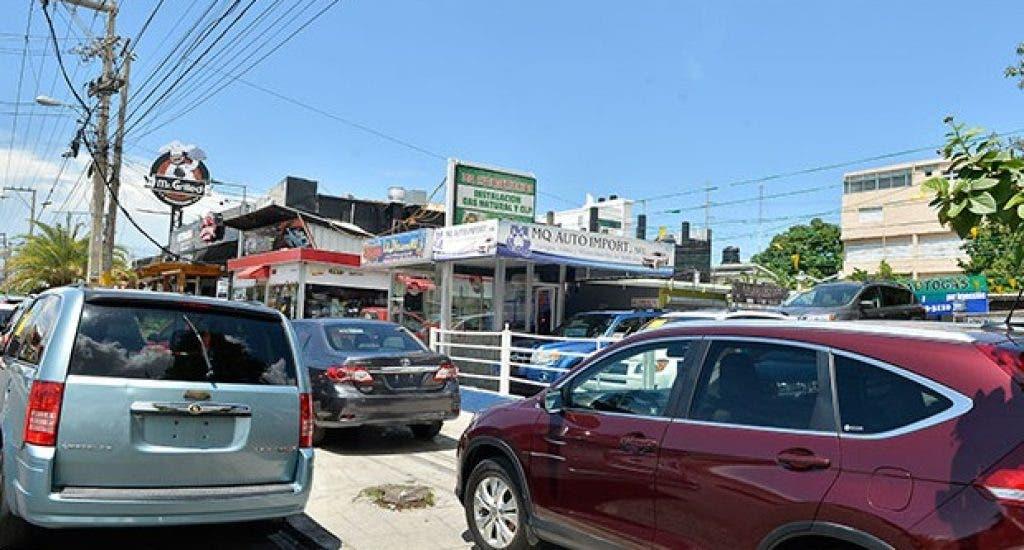 Ayuntamiento SDE dará plazo de 15 días a dealers para retirar vehículos de aceras y calles