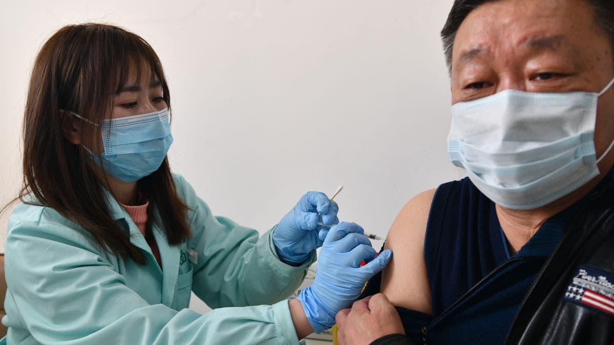 China estudia mezclar varias vacunas para aumentar eficacia ante el virus