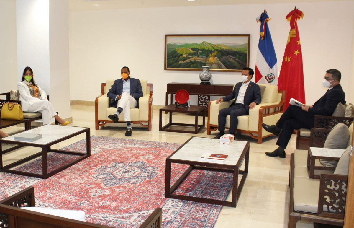 Director Proconsumidor realiza visita de cortesía a embajador de República Popular China
