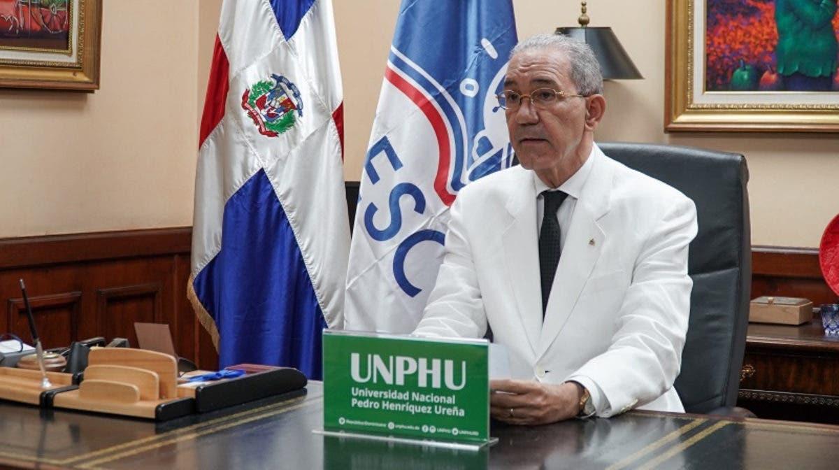 Ministro del MESCYT y Rector de la UNPHU encabezan  investidura de 774 profesionales