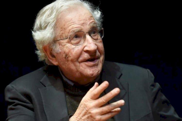 Noam Chomsky dice intereses electorales y económicos motivan oposición a causales del aborto