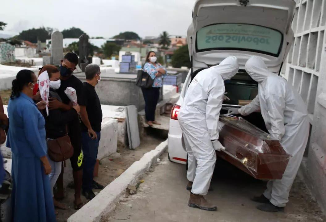 Los muertos por covid-19 en todo el mundo superan los tres millones, según la JHU