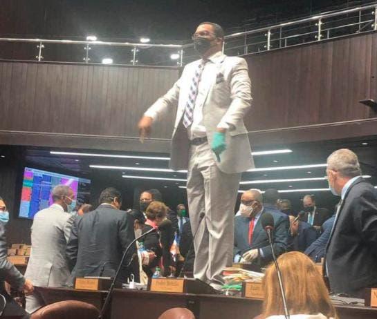 """Pedro Botello: """"Yo me voy a seguir subiendo porque esa curul es mía"""""""