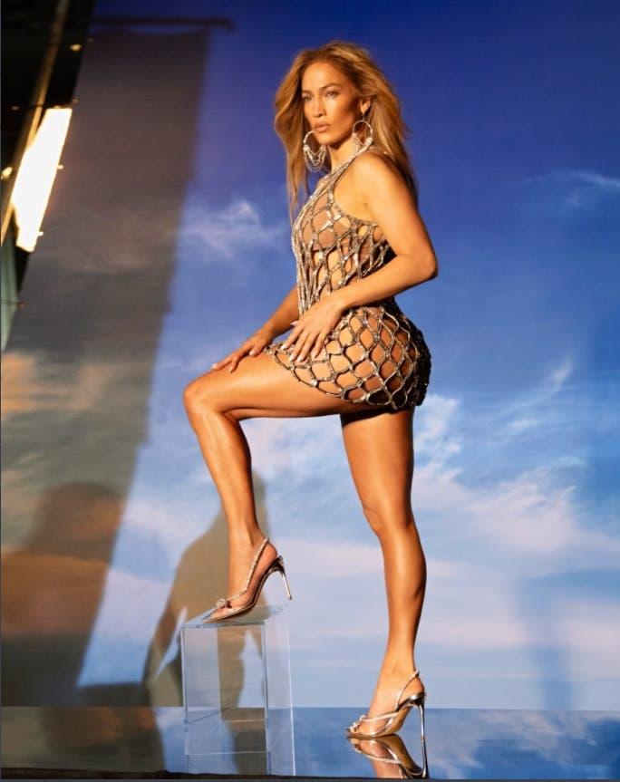 Jennifer López con «sexis vestidos y sandalias»