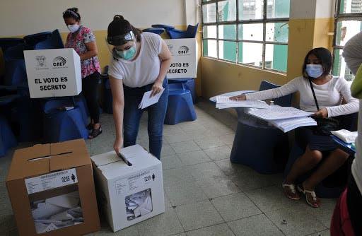 Resultados a pie de urna de elecciones en Ecuador, cerca del empate técnico