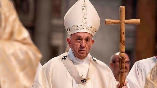 El papa pide a curas que no se escandalicen ante «controversias moralistas»