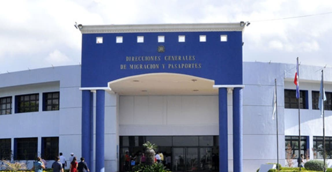 Pasaportes y Embajada Americana ofrecen taller de detección de fraude e impostores