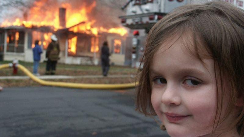 La historia detrás del famoso meme de la «niña desastre» que acaba de venderse por US$500.000