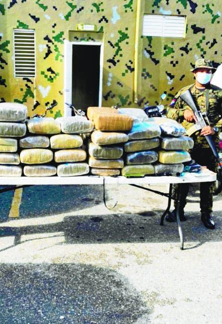 Mayor DNCD detenido con 63 pacas  marihuana