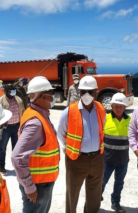 Ministro inspecciona explotación carbonato calcio