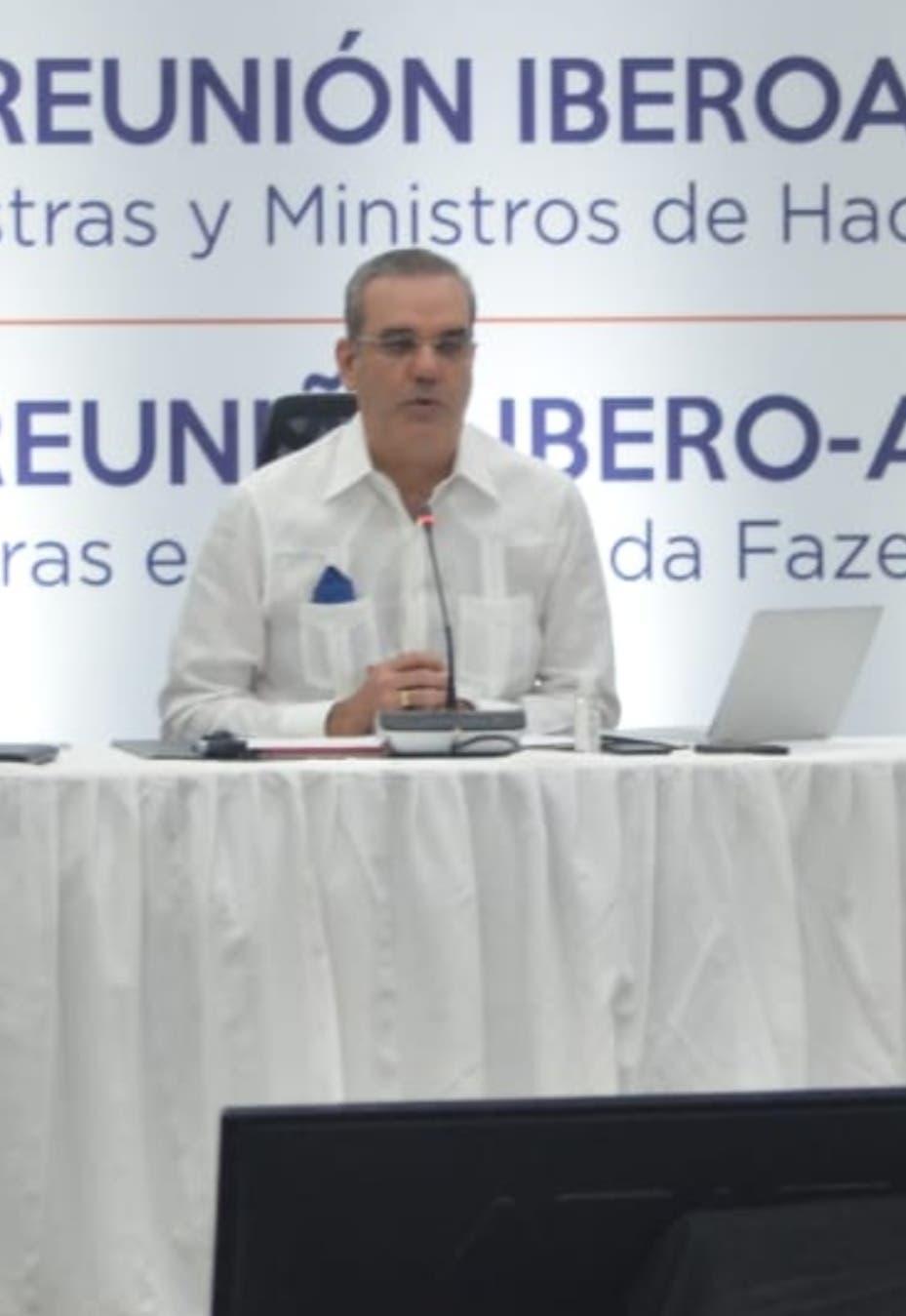 Abinader y Vicente: covid-19 aumenta la deuda