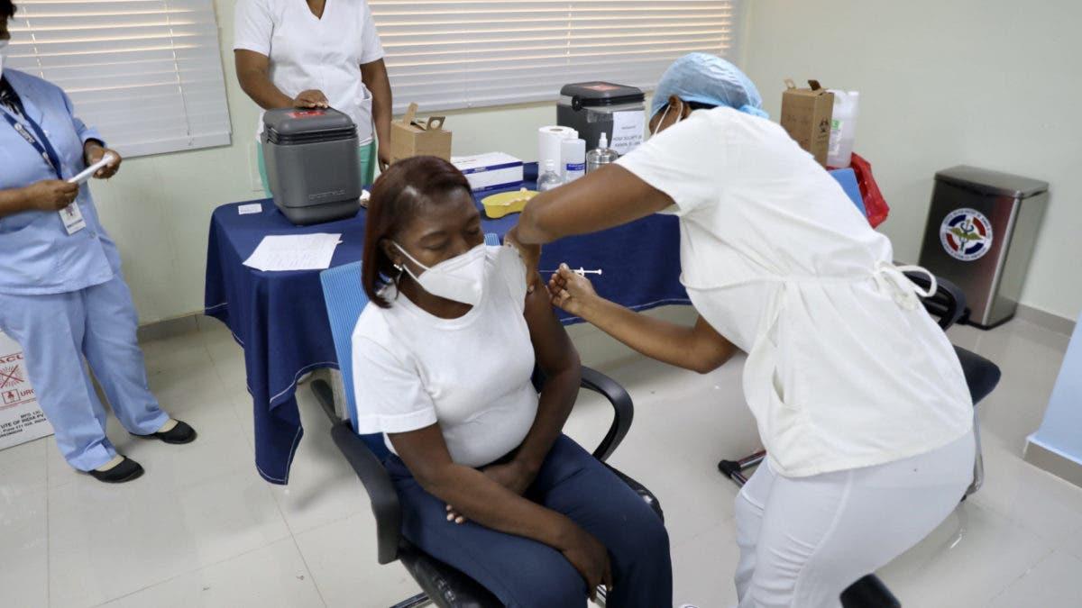 Salud Pública: Un millón 150 mil personas han completado vacunación en el país