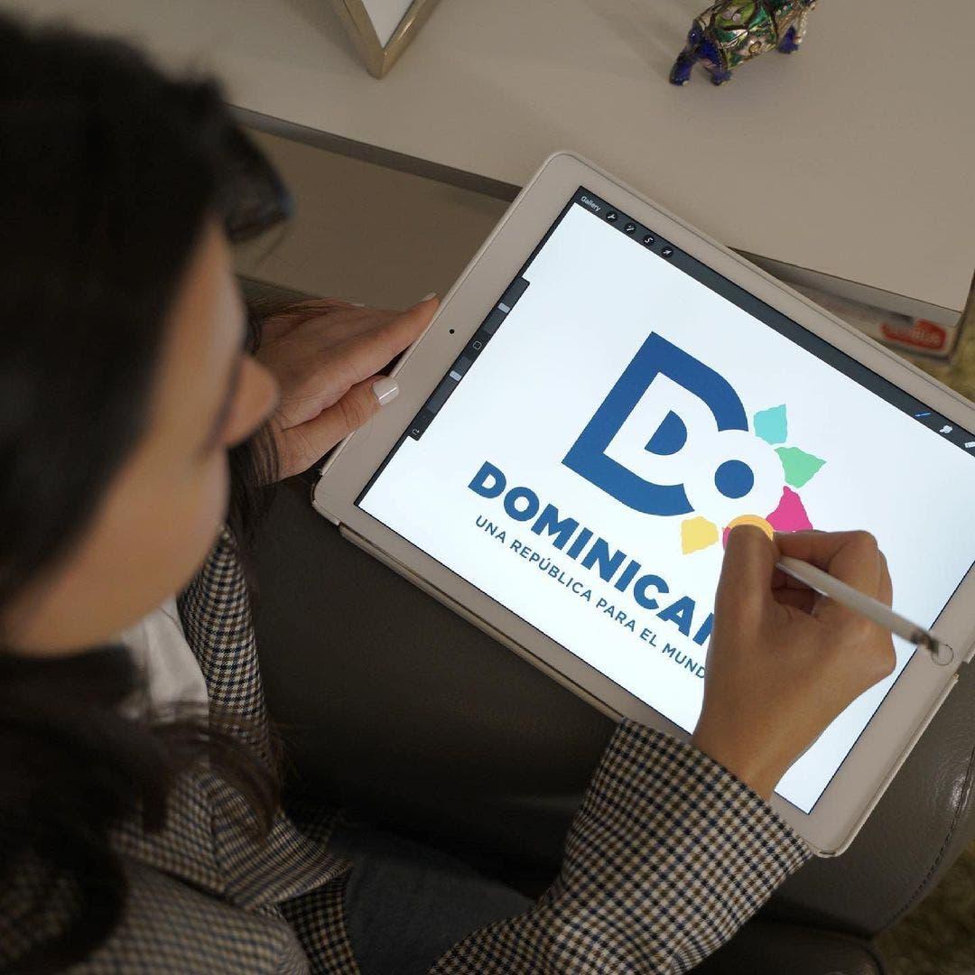 ¿Qué significa «Brazos abiertos», el nuevo logo Marca País de República Dominicana?