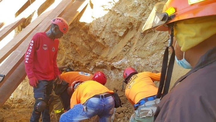 Muere obrero sepultado por un derrumbe en Santiago