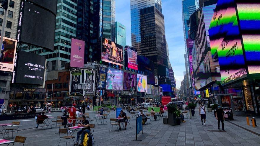 Nueva York levantará este mes la mayoría de restricciones de aforo por COVID