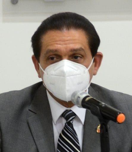 Ministro de Salud Pública sobre toque de queda: «La orden que tenemos es que se siga vacunando»
