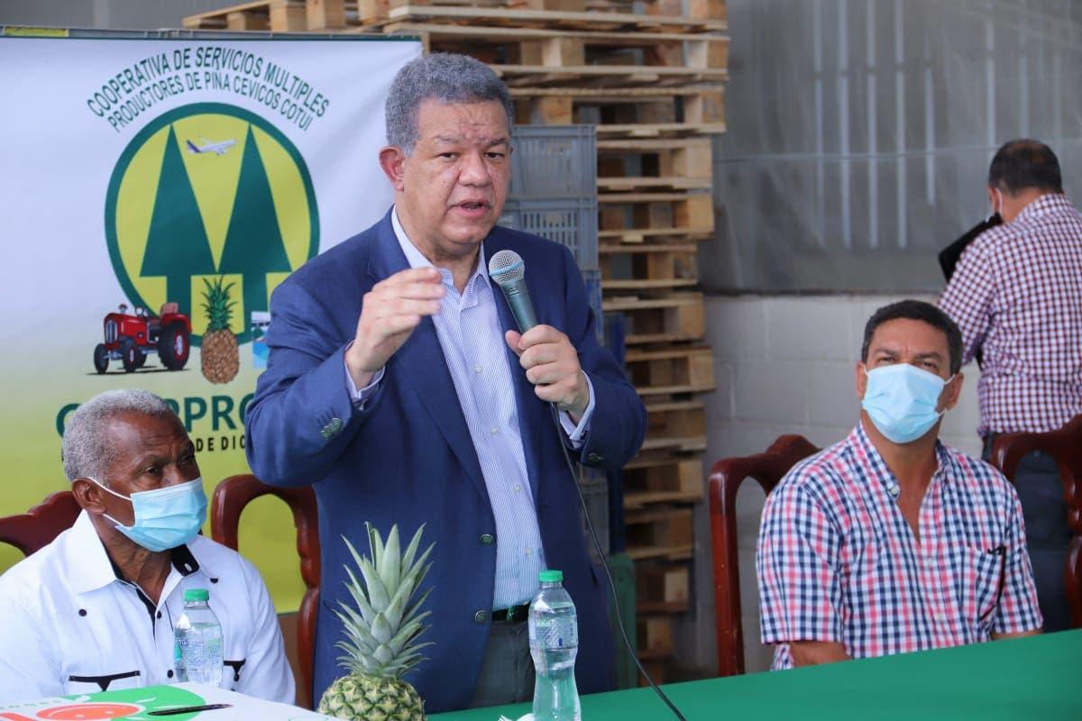 Leonel Fernández se reúne con agricultores, ganaderos, empresarios y dirigentes políticos