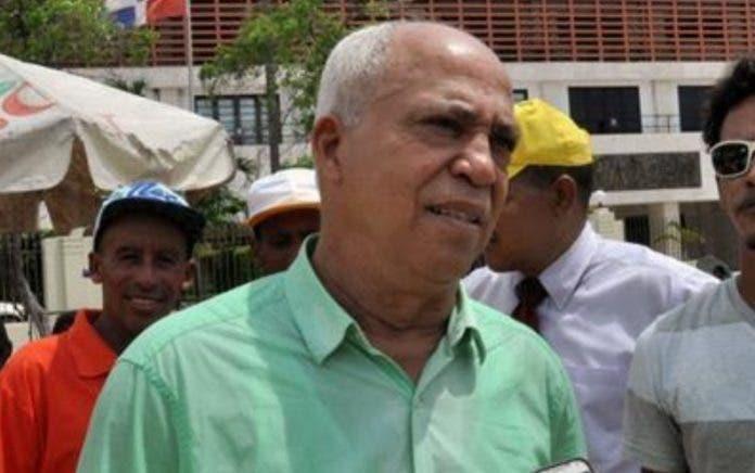 Fiscal pide a abogado Portorreal entregarse y responder por 283 querellas de familia Rosario