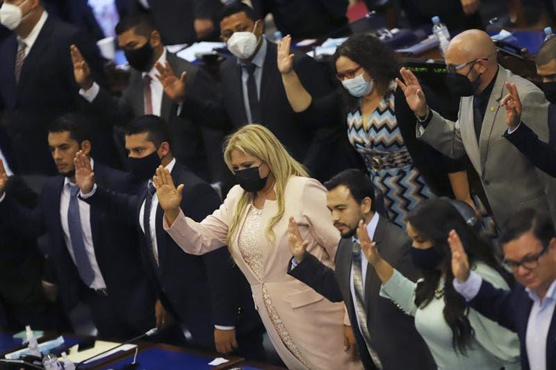 El Salvador entra en una nueva crisis política