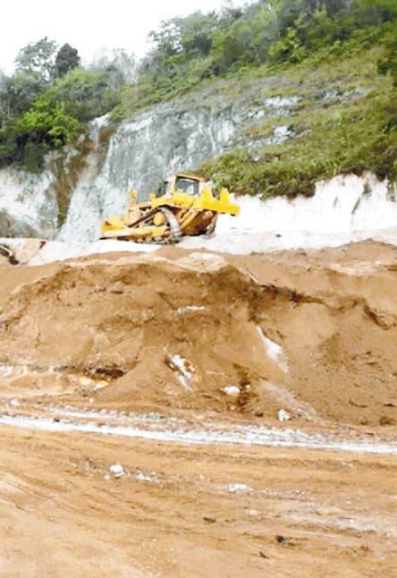 Munícipes piden al Presidente frene  trabajo minera