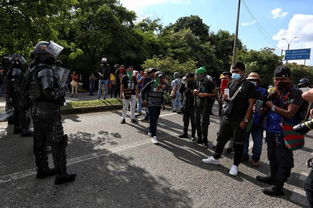 Levantan bloqueo y abren corredor humanitario en Cali en día 13 de protestas