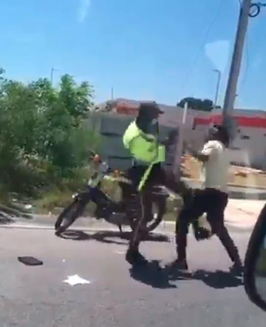 Video muestra cómo agente de la Digesett y ciudadano se van a las trompadas
