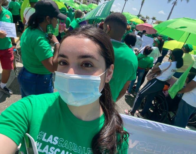 Hija de Luis Abinader se suma a marcha por el aborto en sus tres causales