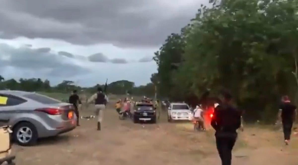 Video: A botellazos, pedradas y tiros recibieron a agentes de la Policía en Palmar Arriba