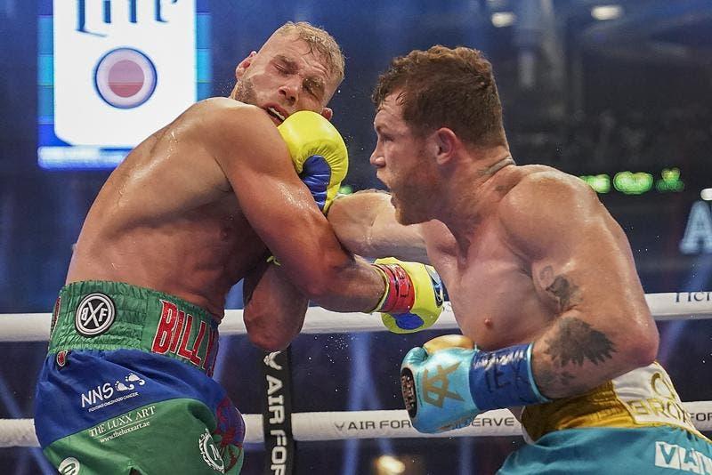 «Canelo» derrota a Saunders