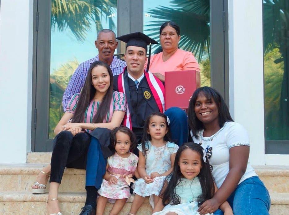 Exlanzador Ubaldo Jiménez se gradúa con honores en universidad de Florida