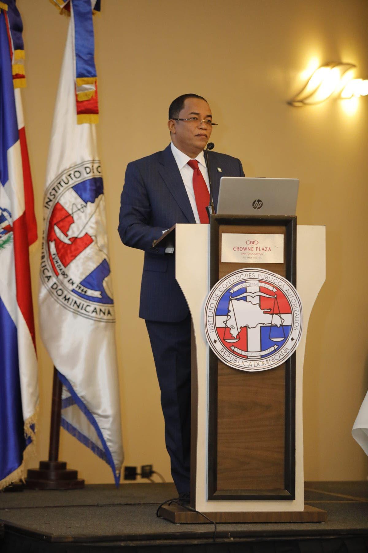 Contralor Catalino Correa expone sobre cambios y retos en la Contraloría