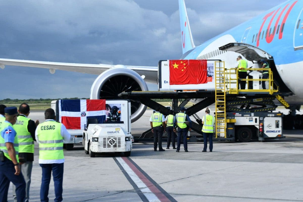 Despegó de China hacia RD avión con un millón de vacunas contra COVID-19