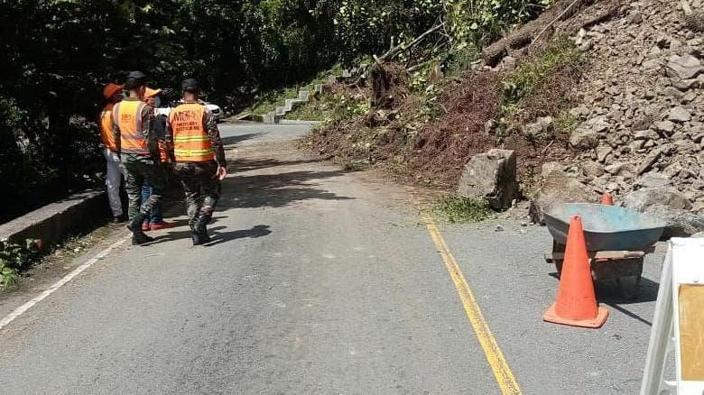 Advierten persisten derrumbes en carretera Casabito-Constanza a causa de temblor