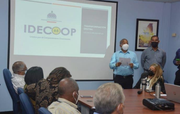 Instruyen técnicos  del  Feda  en formación  cooperativas
