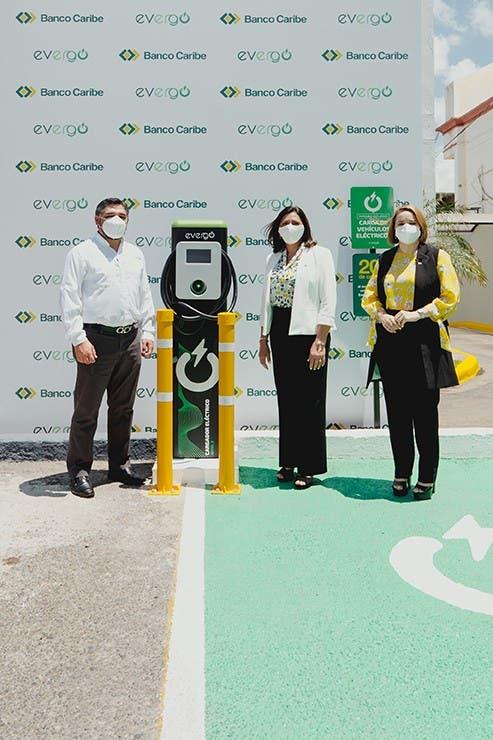 Banco Caribe inaugura en Santiago segunda estación de carga Evergo para vehículos eléctricos