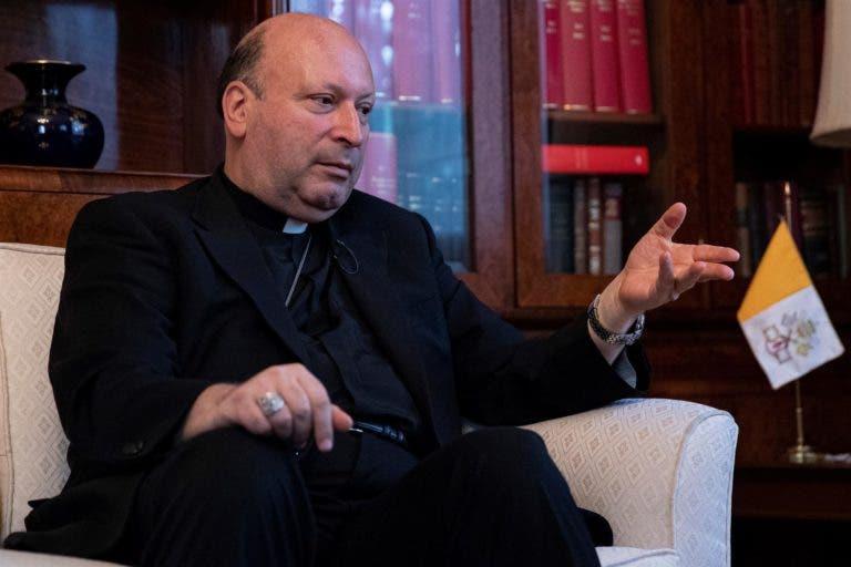"""Nuncio en México admite que miembros de la Iglesia """"encubrieron"""" los abusos"""
