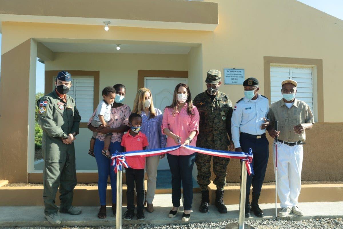 Ministerio de Defensa entrega  casas a soldados