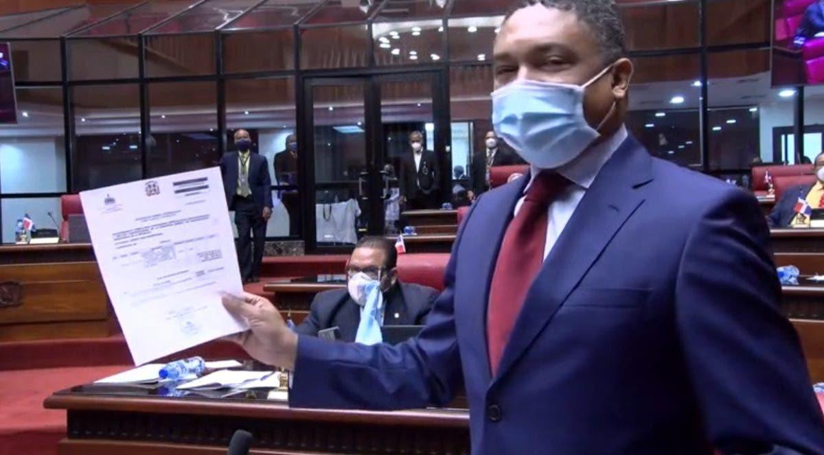 Senador truena contra pago de 3.5 millones para asesor de directora de Dicom, Milagros Germán