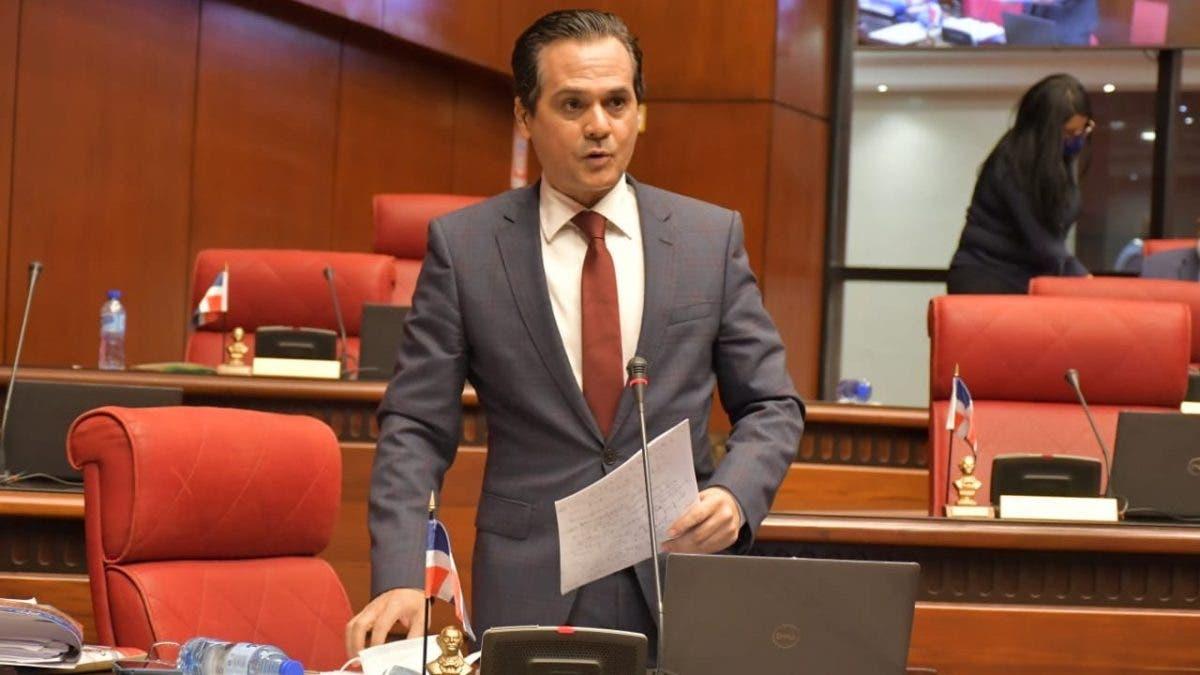 Video: Senador Iván Silva denuncia JAD usurpa funciones de Aduanas e Impuestos internos