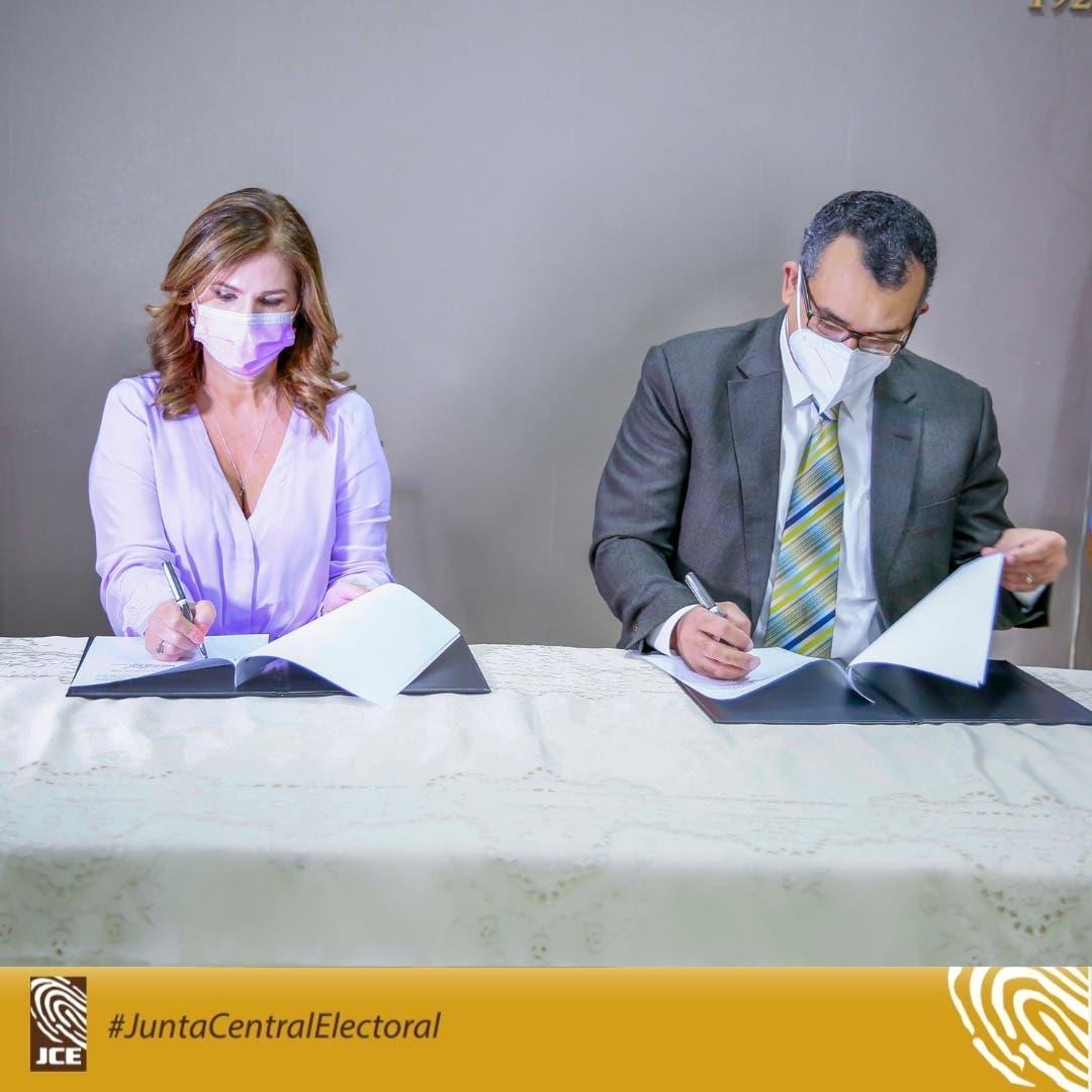 JCE y NUVI firman convenio para impulsar sostenibilidad y cultura de reciclaje